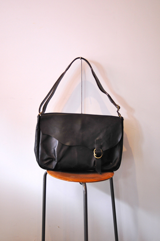 ハルタ男子 ARTS&CRAFTS / HORSE FRONT LEATHER SHOULDER BAG