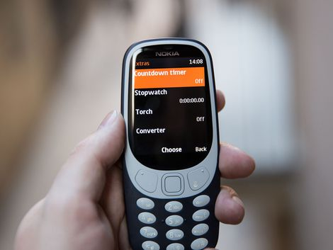 Get a close look at the rebooted Nokia 3310 - CNET