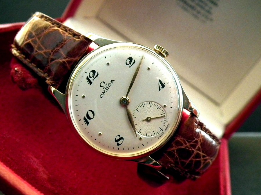1946 Solid 9ct Gold Vintage Omega Sub-Second – SOLD | Sonning Vintage Watches