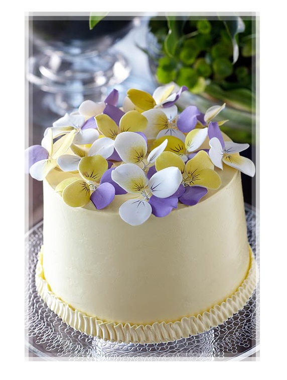 Cakes with Flowers / Cream Colored Little Cake with Sugar Petals Pansies
