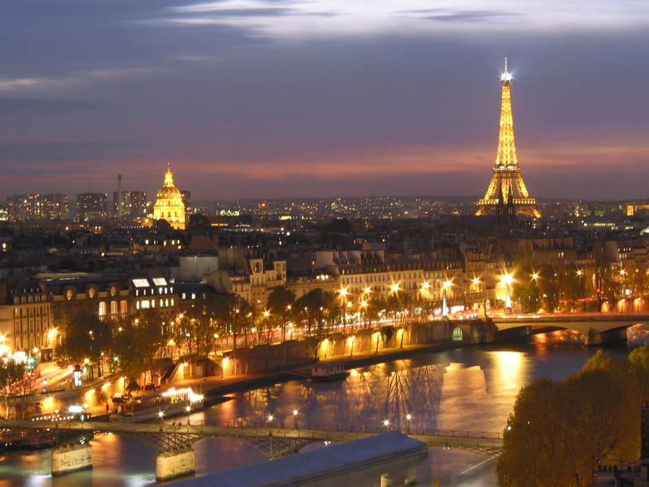 Google 画像検索結果: http://toptravellists.net/wp-content/uploads/2012/02/eiffel-tower-paris-france.jpg