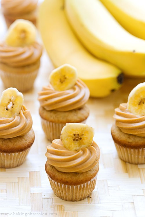 food / Triple banana caramel cupcakes
