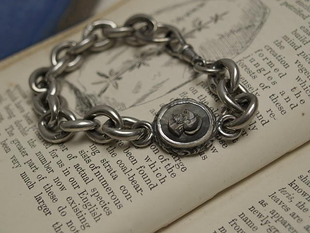 RUSTロンドンより…: centurion cameo bracelet with heavy trace chain...