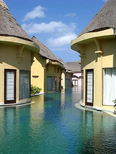 place / Bali...step right into the pool :o)