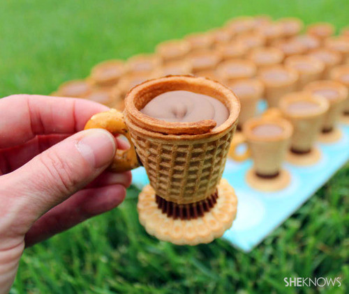 edible teacup treats with chocolate frosting picture on VisualizeUs