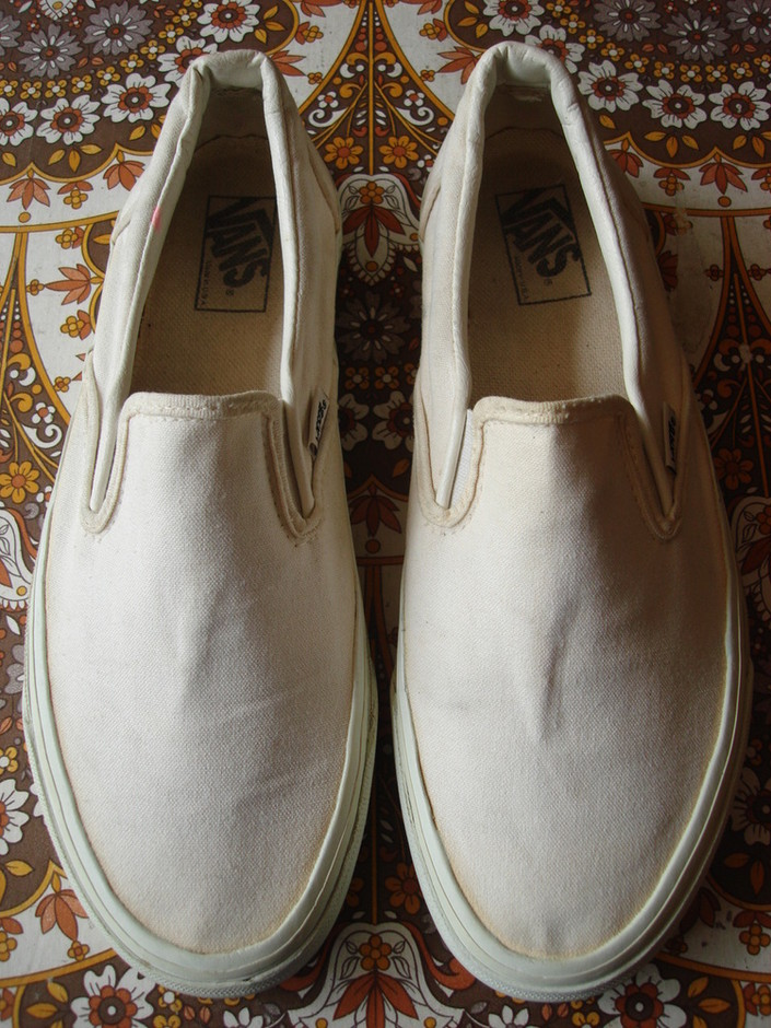 theothersideofthepillow — vintage VANS solid white white canvas SLIP-ON style #98 MADE IN USA 90's retro deck shoes US9.5