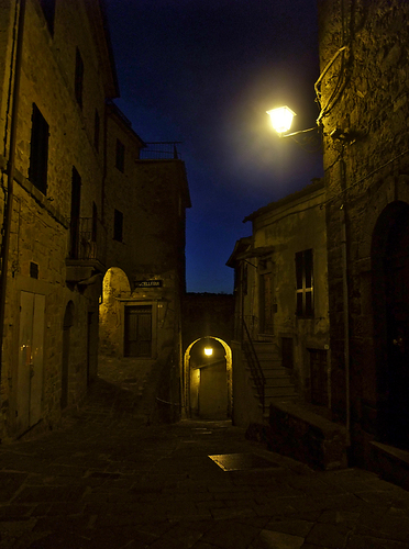 Panoramio - Photo of Night view in the streets of Montelaterone