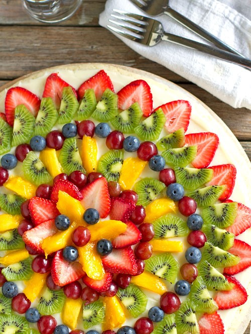 food / fruit pizza ~ how pretty is this??!!