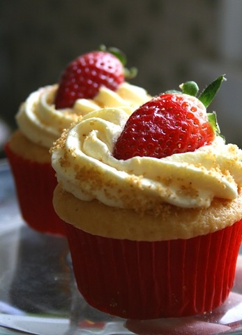 3am cooking! / Strawberry Cheesecake Cupcakes! Yes please