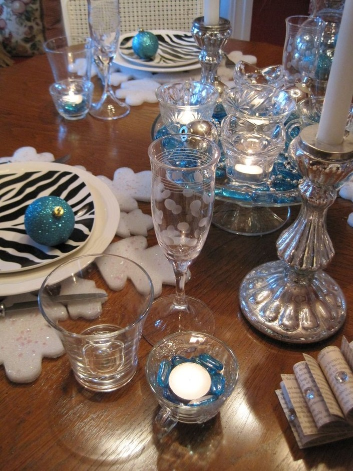 Festive New Year's Tablescape | Holiday Party Ideas