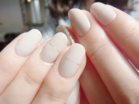 NAIL-COMMON: Nude beige nail