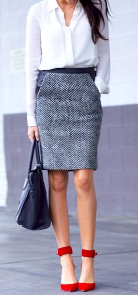 classic with a pop of red | Street Chic | Pinterest