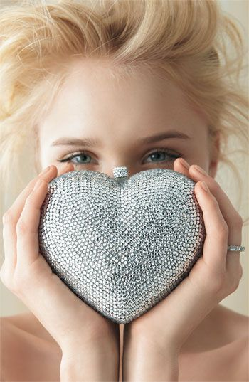 heart clutch | Clothing & Style