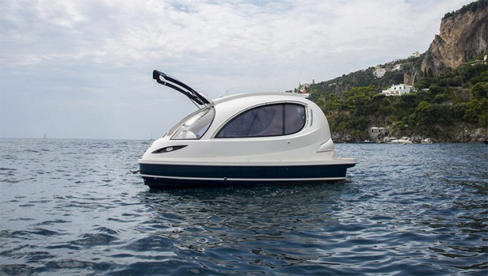 The Smart car of the seas – A stylish spaceship-inspired water jet capsule from Italy