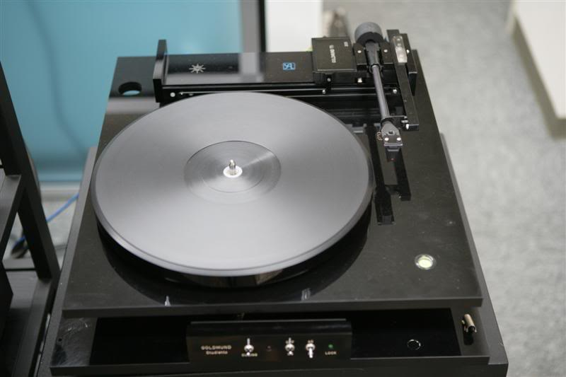 Google 画像検索結果: http://i290.photobucket.com/albums/ll252/Toptubes/HiEndPic/ANALOG/Turntables/Goldmund-Studietto.jpg