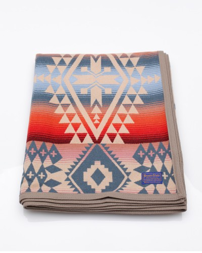 Need Supply Co. / Pendleton / Canyonlands Robe Blanket
