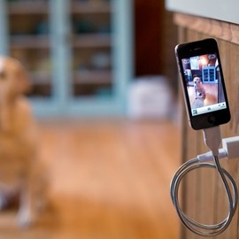 Une Bobine - A super bendy phone cable and tripod in one