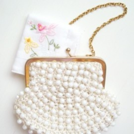 "1970-80's ""FRENCH BEADS"" Gold Chain Little bag(お花刺繍のハンカチ付き)"