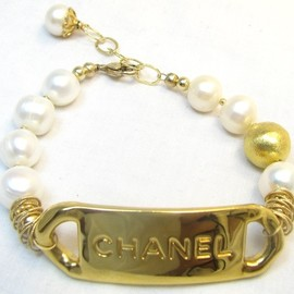 CHANEL - Vintage nameplate  14kt gold