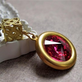 Luulla - Looking Glass necklace - Swarovski crystal on vintage brass in Fuchsia (more colors)