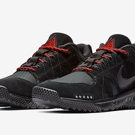 NIKE - Dog Mountain - Black/Black/Red?