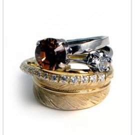 iosselliani - Feather and rhinestone stacked ring