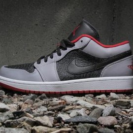 Nike - NIKE AIR JORDAN 1 LOW BLACK/GYM RED-CEMENT GREY