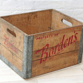 Borden's - Borden's milk crate reinforced by metal