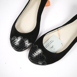 elehandmade - The Lizzie Shoes in Black - Limited Serie of Leather Handmade Ballet Flats - Scalloped Snakeskin Toe