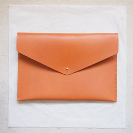 Hender Scheme - A4 clutch #dark orange