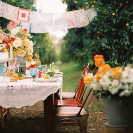 Outdoor Living - This makes me want a million vintage hankies