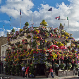 The Churchill Arms - London - Beer with Thai Food