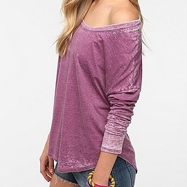 URBAN OUTFITTERS - Mouchette Long-Sleeved Shirttail Hem Tee