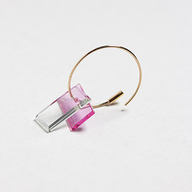 simmon - serendipity baguette hoop pink×clear フープピアス/K10