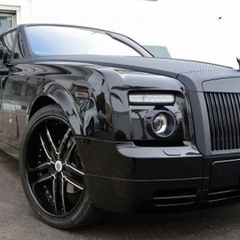 Rolls Royce - Rolls Royce Goes Racing with Custom Carbon Fiber Phantom