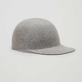 COS - Felt cap in Light Grey