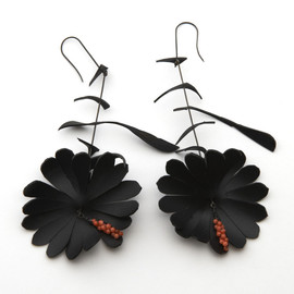 SHINJI NAKABA - Black Flower Earrings