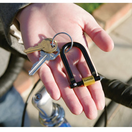 Gamago - U Lock Keychain - Black/Gold