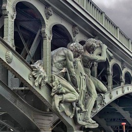 France - Bir-Hakeim Bridge