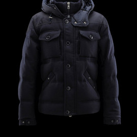 MONCLER - REPUBLIQUE
