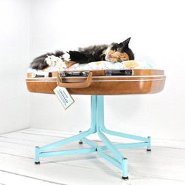 AtomicAttic - Upcycled Suitcase Pet Bed