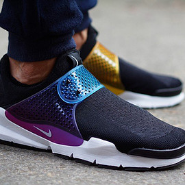 "NIKE - SOCK DART ""BE TRUE"""
