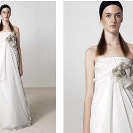 VERA WANG - empire line wedding gown