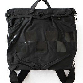 TOGA ODDS&ENDS - Rubber Helmet Bag (black)