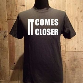 "AA= - LYRIC TEE SERIES ""IT COMES CLOSER"" TEE (BK)"