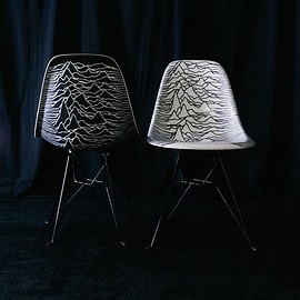 MODERNICA - Joy Division by PLEASURES Modernica side shell eiffel chairs