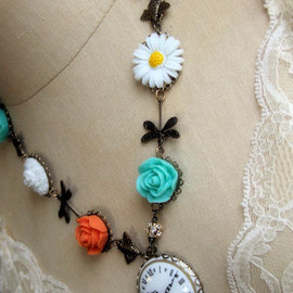 Luulla - the chase - timeless garden necklace