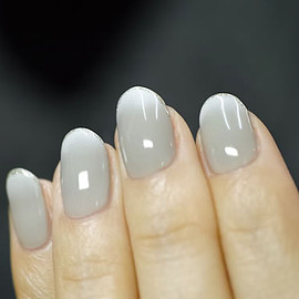 COMMON - white gradation nail 2