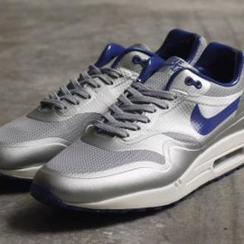 Nike - NIKE AIR MAX 1 HYPERFUSE QS METALLIC SILVER/DEEP ROYAL-SAIL