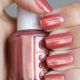 essie - Antique Rose/nails